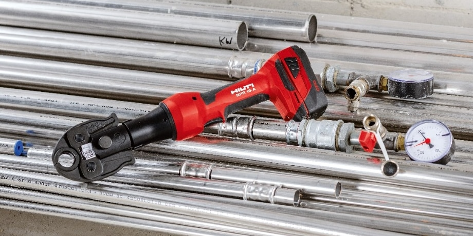 NPR 19-A cordless pipe press tool  with battery and pipes
